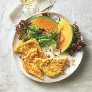 """Pikante """"Arme Ritter"""" mit Melone und Salat"""