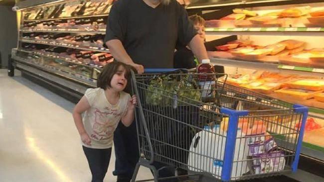 Wie dieser Vater seine Tochter behandelt, ist schockierend!