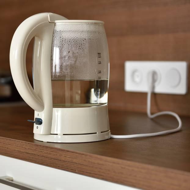 wasser im wasserkocher lassen und weiter verwenden. Black Bedroom Furniture Sets. Home Design Ideas