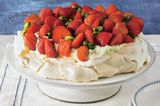 Früchte, Sahne, Baiser: Das sind die Key-Elemente dieser Torte, die alle Mühe mit Genuss belohnt