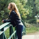 Fehler nach der Trennung: Paar steht auf Brücke