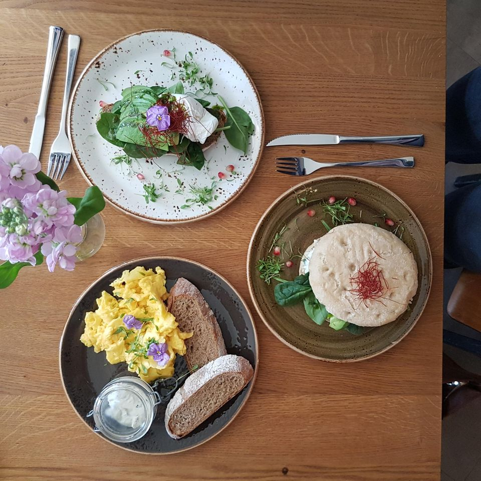 Food-Fotografie für Instagram mit mehreren Tellern
