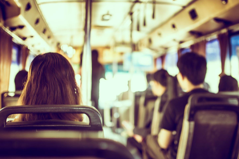 Sie wurde im Bus belästigt - was der Fahrer tat, ist einfach unfassbar!
