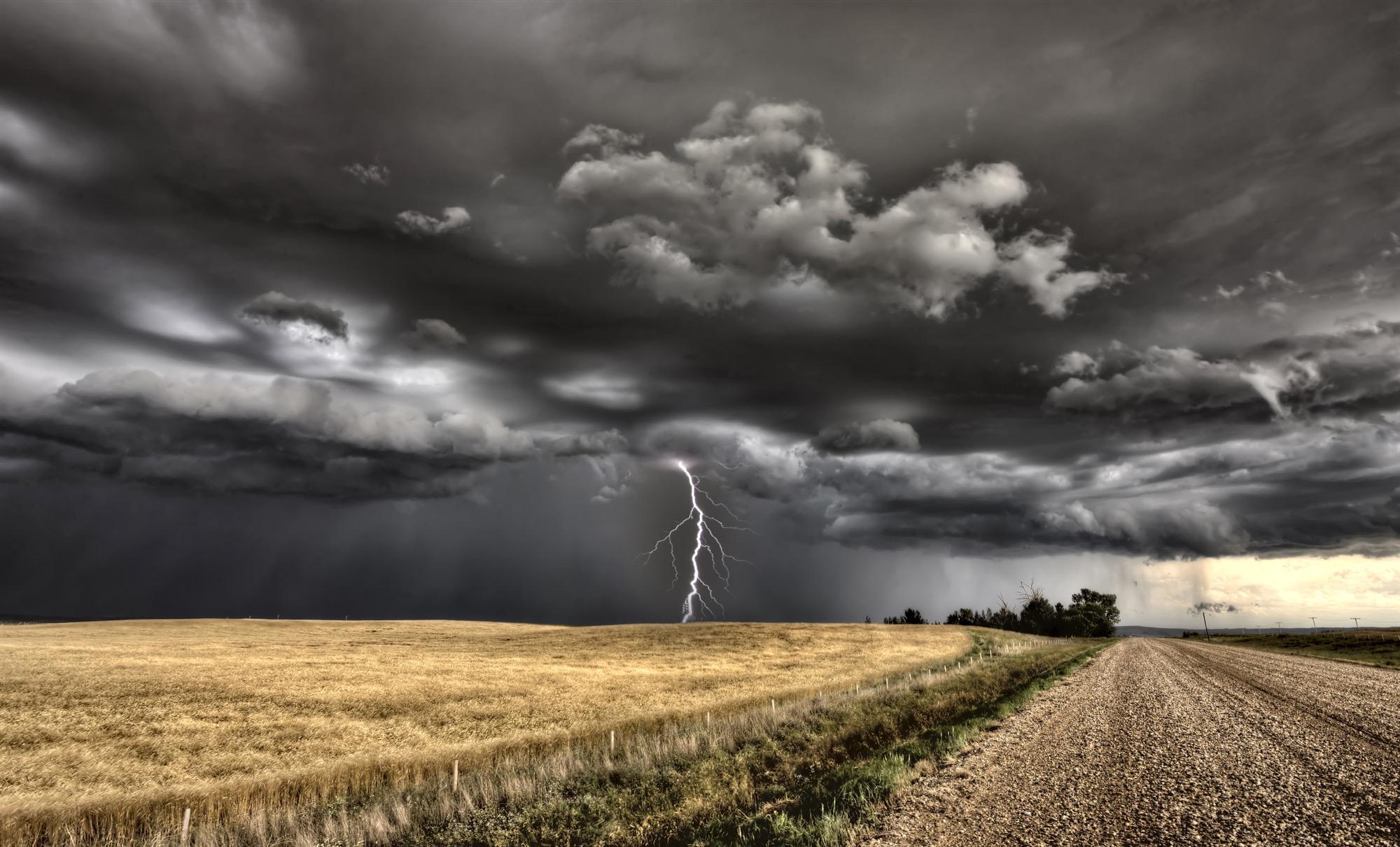 Unwetter mit Tornados: Gewitter-Warnung in Deutschland ...
