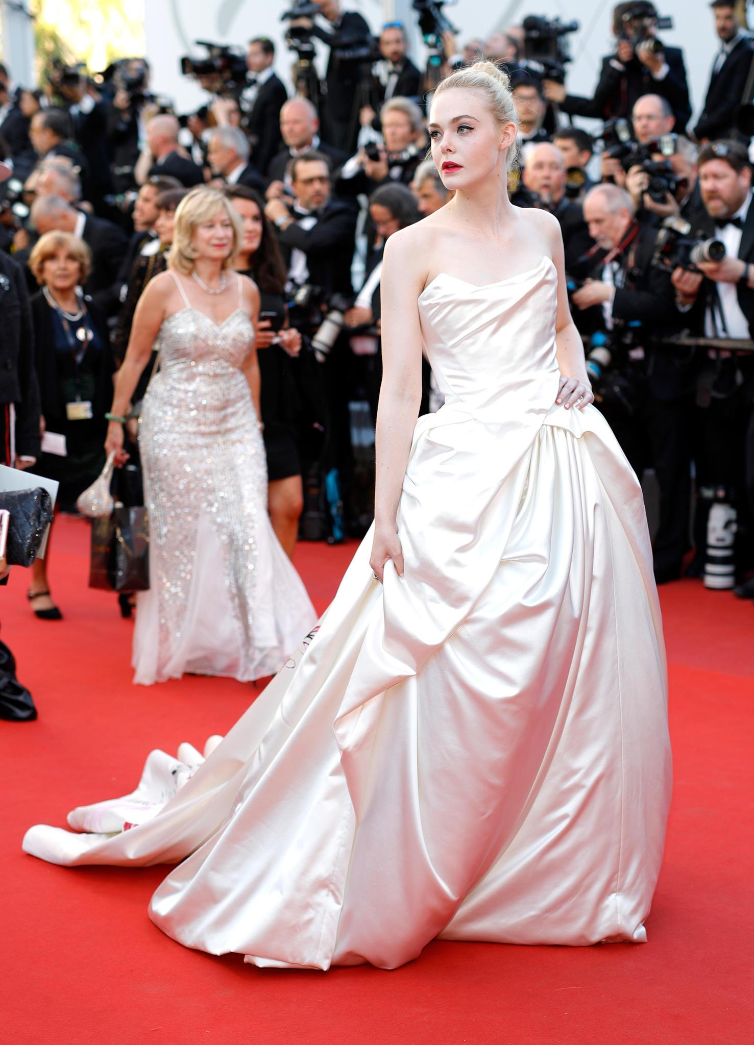 Elle Fanning in einem Kleid von Vivienne Westwood Couture in Cannes