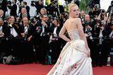 Elle Fanning auf dem roten Teppich in Cannes