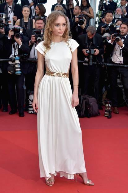 Lily Rose Depp in einem weißen Chanel-Kleid