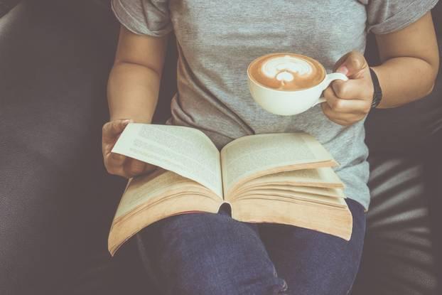 Frau liest, Lesen, Buch, Buchtipps