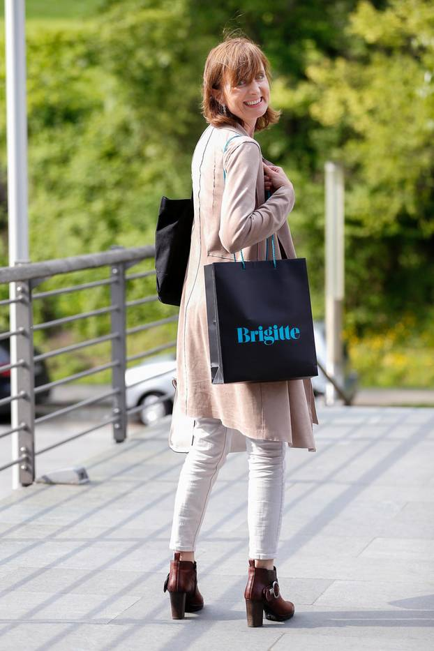 Brigitte-Job-Symposium: Frau mit Goodie-Bag