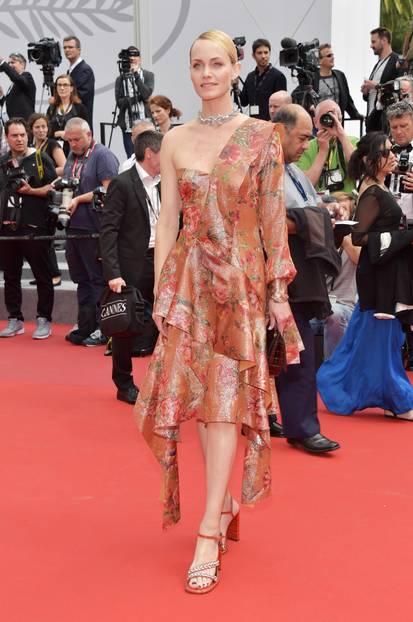 Amber Valletta in einem KLeid von Mulberry in Cannes 2017