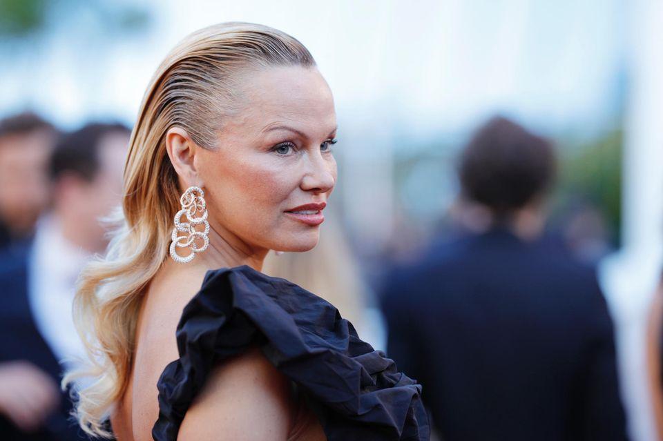 Huch! Pamela Anderson ist kaum wiederzuerkennen