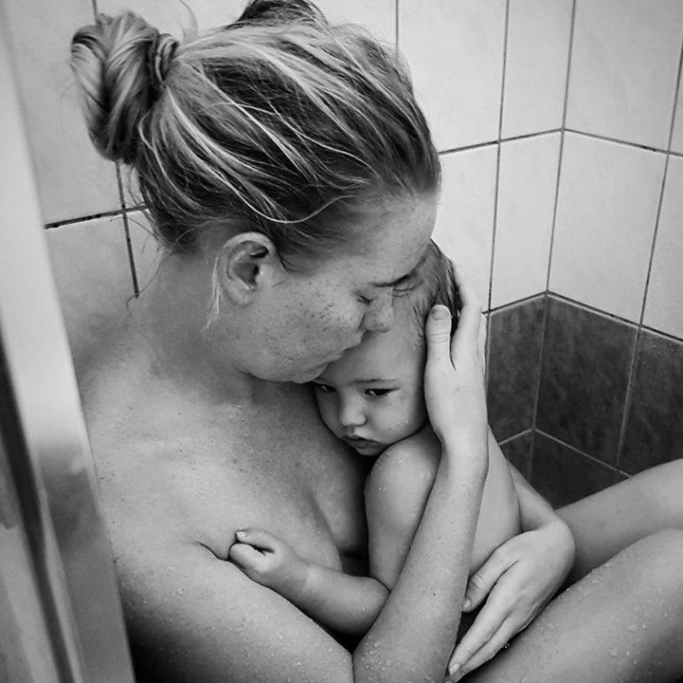 Mutter, Kind, Dusche, Weinen, Trösten