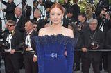 Barbara Meier in einem schulterfreien Kleid in Cannes 2017
