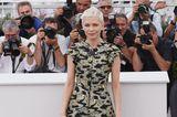 Michelle Williams in einem ausgestellten Minikleid in Cannes 2017