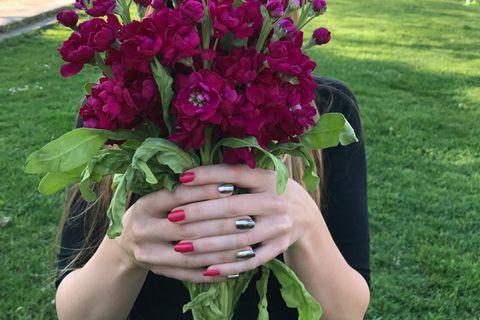 Laura probiert sich durch die neuen Nagellacke der Saison