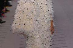 Ugly Fashion - Auffallen um jeden Preis mit diesem fedrigen Outfit
