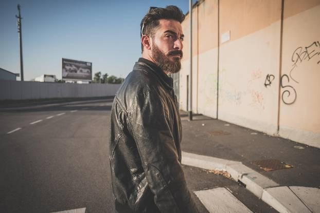 Soziopathen-Sätze: Mann mit Lederjacke