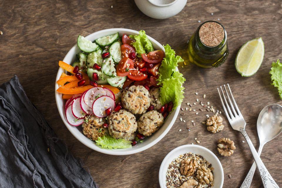 Dash-Diät: Salat-Bowl mit frischem Gemüse