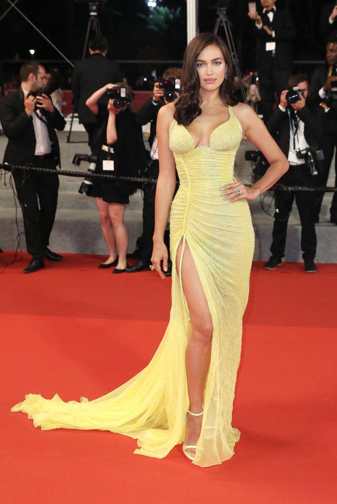 Irina Shayk zeigt in einem gelben Kleid in Cannes 2017