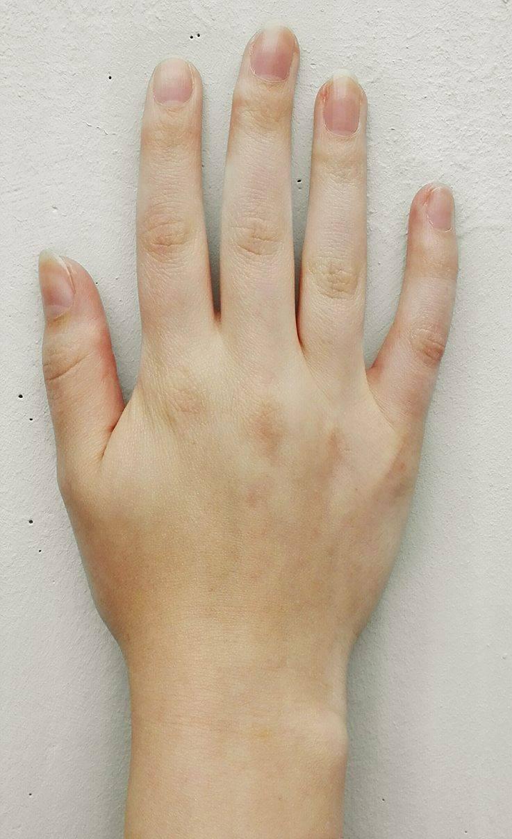 Lunula: Was der Halbmond auf dem Fingernagel bedeutet | BRIGITTE.de
