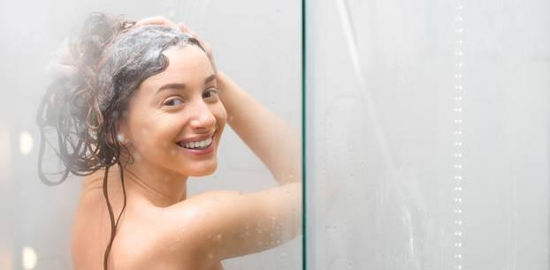 Haare waschen, Frau, Dusche