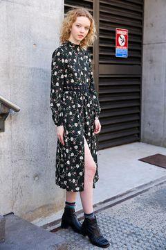 Kleider können mit dem Socken-Trend cooler wirken