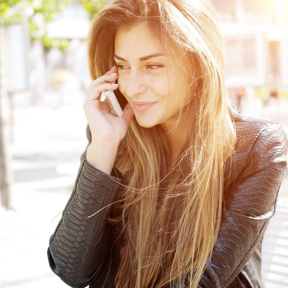 Telefon-Themen: Frau am Handy