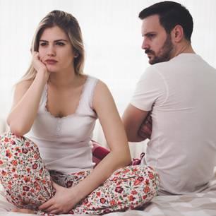 Sätze während Periode: Paar im Bett