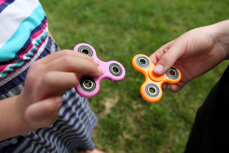 Fidget Spinner: Wie gefährlich ist das neue Trend-Spielzeug für Kinder?