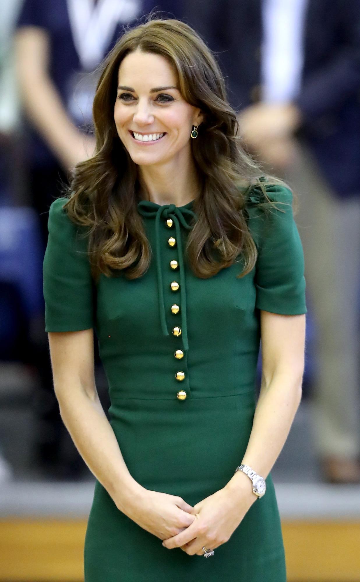 Kate middleton in diesem outfit sah sie prinz william zum for Www brigitte de