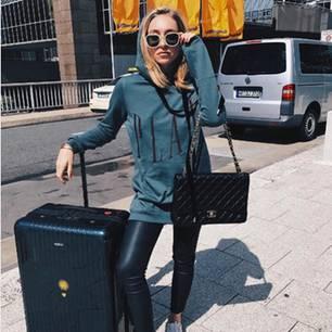 Bequeme Outfits fürs Flugzeug auf Instagram