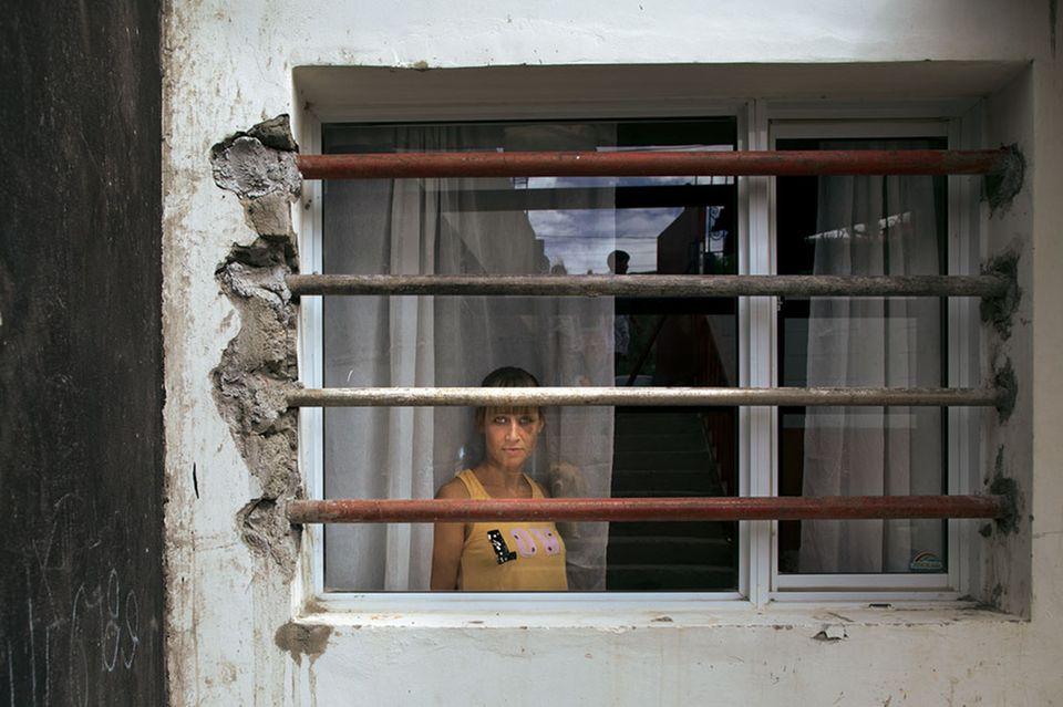 Eisenstangen vor Raquel Hartwigs Fenster