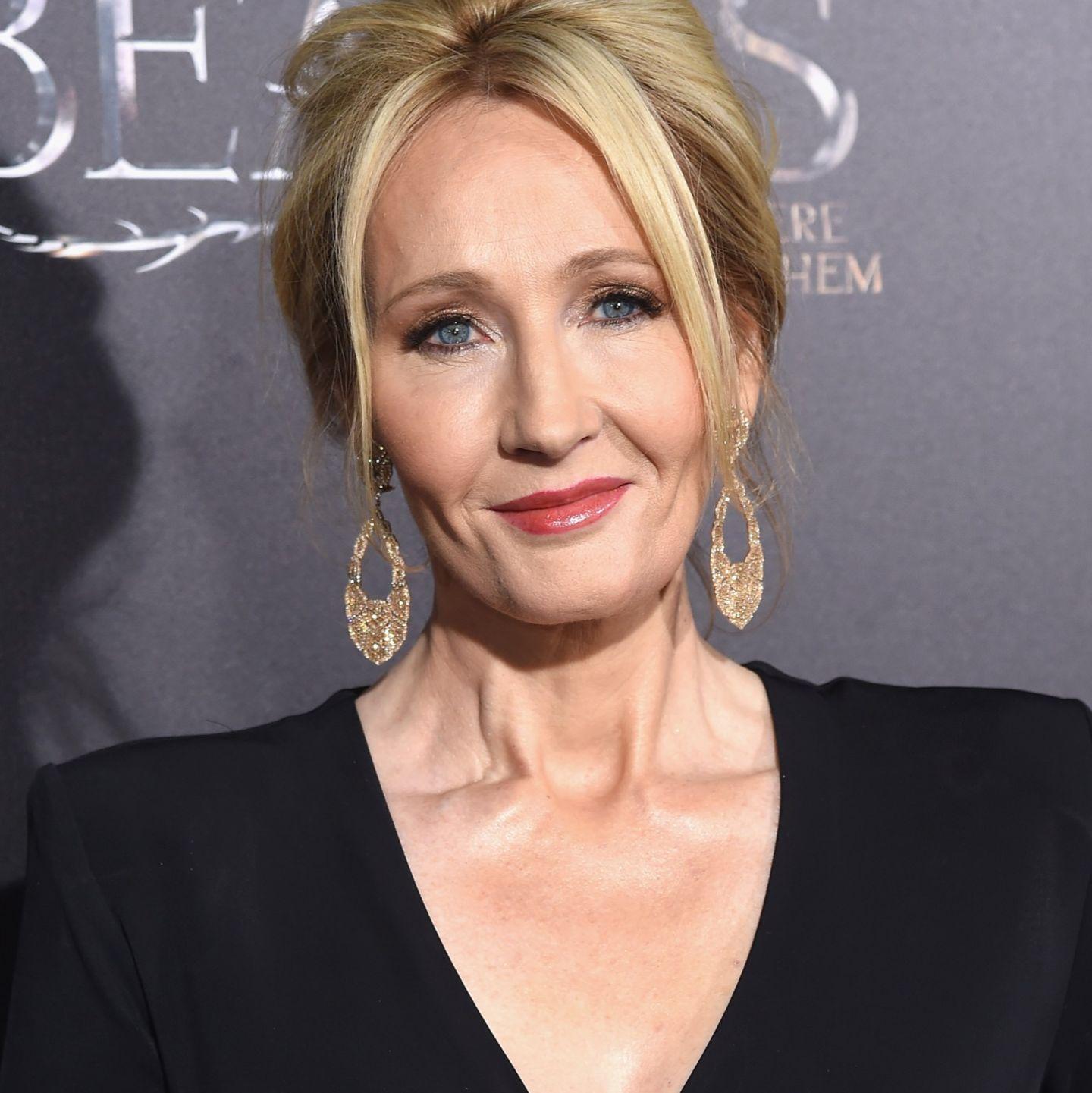 Harry Potter ist schon längst in Rente, und auch seine Erfinderin könnte sich mittlerweile bequem auf ihrem Anwesen ausruhen. Dennoch schreibt Autorin Joanne K. Rowling munter weiter und kassiert damit mal eben 95 Millionen Dollar. Läuft bei ihr!