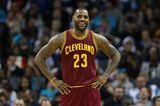 Sport-Star LeBron James kann nicht nur sagenhaft gut Basketball spielen, sondern auch unfassbar gut Geld verdienen. Seine messerscharf geworfenen Körbe brachten ihm in den vergangenen zwölf Monaten immerhin 86 Millionen US-Dollar ein.