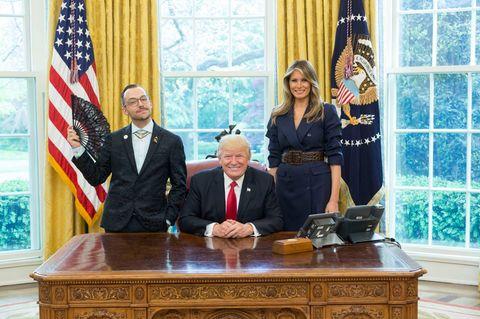 Der schwule Lehrer macht ein Foto mit Trump - und setzt ein starkes Statement ?