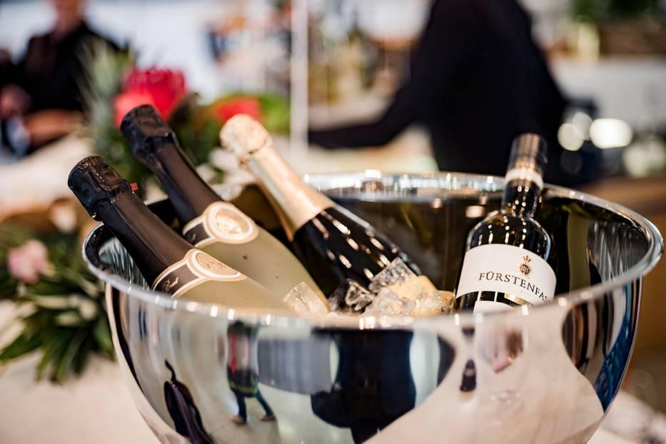 Unsere Gäste konnten zwischen Württemberg Cuvée Blanc de Noir (Würtembergische Weingärtner-Zentralgenossenschaft eG), einem Zero Mousseux alkoholfrei (Genossenschaftskellerei Heilbronn-Erlenbach-Weinsber eG) und einem 2016 Riesling Spätlese trocken (Collegium Wirtemberg eG) wählen (www.wein-heimat-württemberg.de).