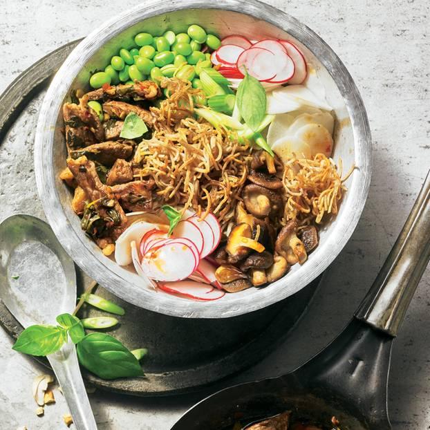 Nudel-Rindfleisch-Salat mit Sojabohnen