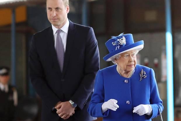 Prinz William und die Queen besuchen die Opfer des Hochhausbrandes in London