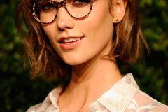 Make-up für Brillenträgerinnen: Karlie Kloss mit Eyeliner
