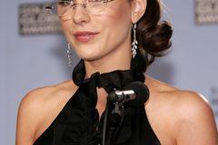 Make-up für Brillenträgerinnen: schmales Gestell bei Kate Beckinsale