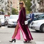 Bloggerin auf der Straße in Mailand in Designersachen