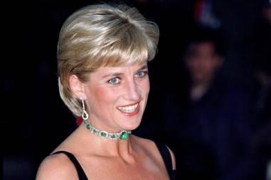 Lady Diana im Sommer 1997 mit dem Collier, aus dem einer der Smaragde nun Meghan Markles Verlobungsring zieren soll.