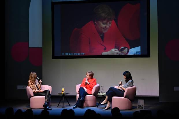 Angela Merkel im Gespräch mit Brigitte