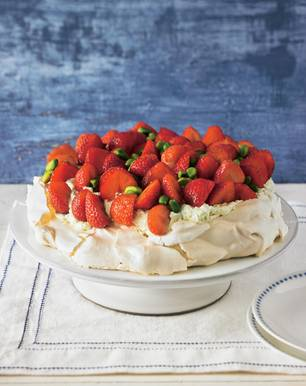 Erdbeer-Pavlova mit Pistaziensahne