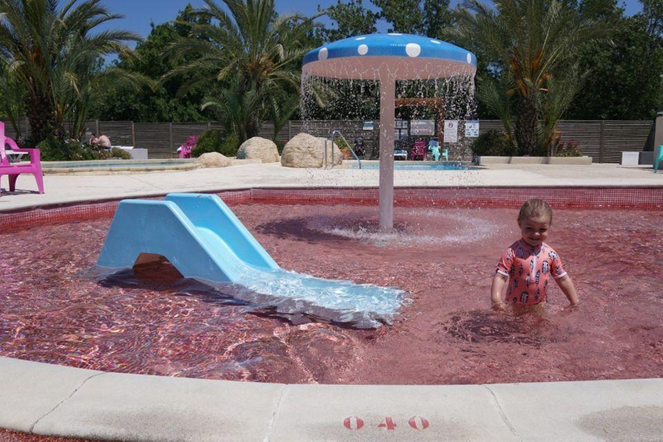 Liebe Mutter am Pool: Bitte verstecke deinen Körper nicht!