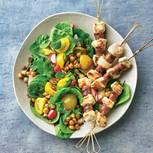 Spinat-Minz-Salat mit Merguez-Spießen
