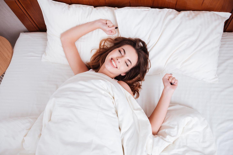 talking in sleep: woman in bed