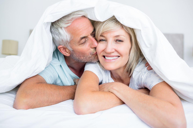 Sex ab 50: Paar im Bett