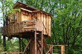 Slowenien: Baumhaus mit Schaf