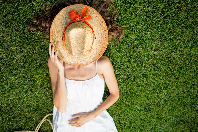 Sonnenallergie - Tipps und Hausmittel gegen Quaddeln und Juckreiz